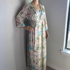 SOLD Vanity Fair Nightgown and Robe Set Size M